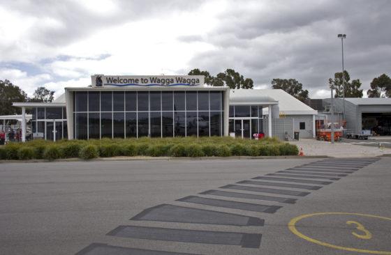 Wagga_Wagga_Airport_terminal_from_the_tarmac